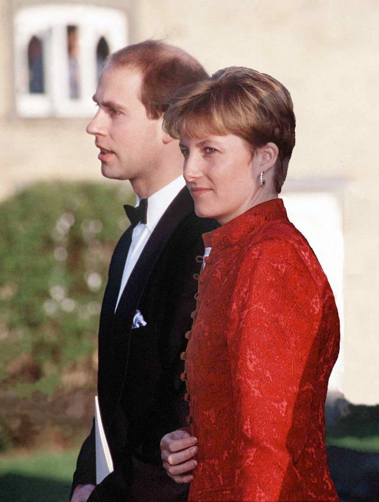 Sophie Rhys-Jones et le Prince Edward le 23 avril 1994 à Saffron Walden. l Photo : Getty Images