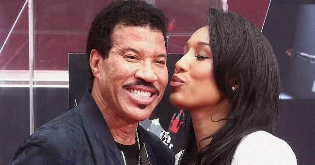 Lionel Richie's Much Younger Girlfriend Lisa Looks Beautiful Wearing a Colorful Dress in a TBT Pic