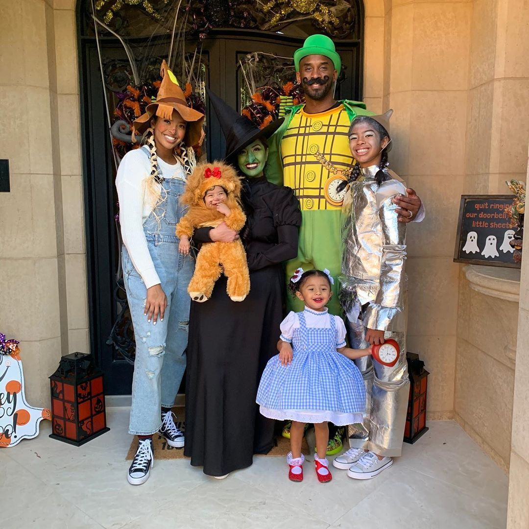Kobe Bryant with his wife Vanessa and his daughters Natalia, Gianna and Bianka - Halloween 2019/ Source; Getty Images