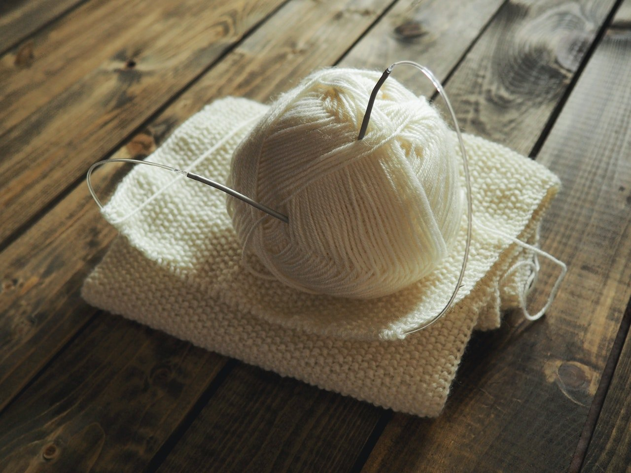 Photo of knit wool ball and needle | Photo: Pexels
