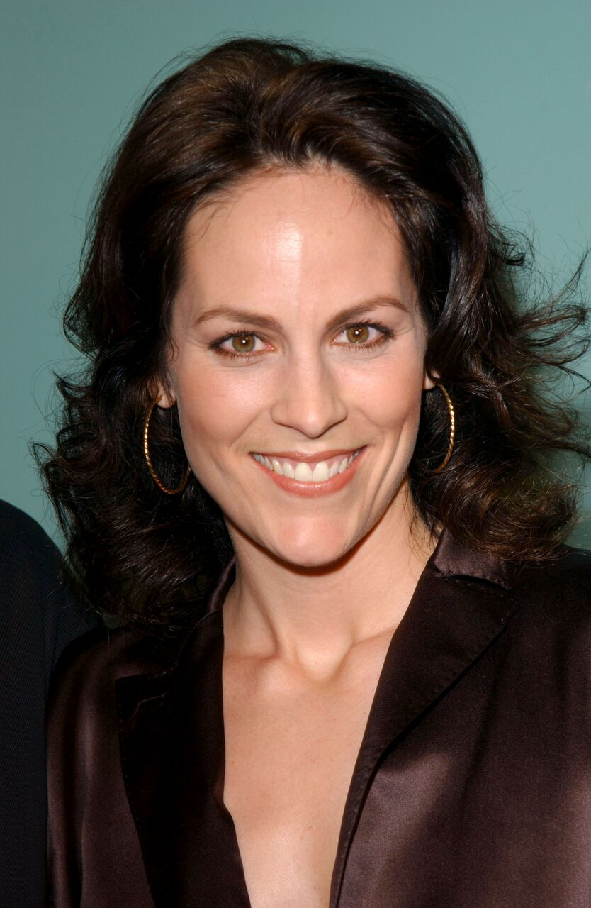 """Annabeth Gish attends the premiere of """"How To Lose A Guy In 10 Days."""" 