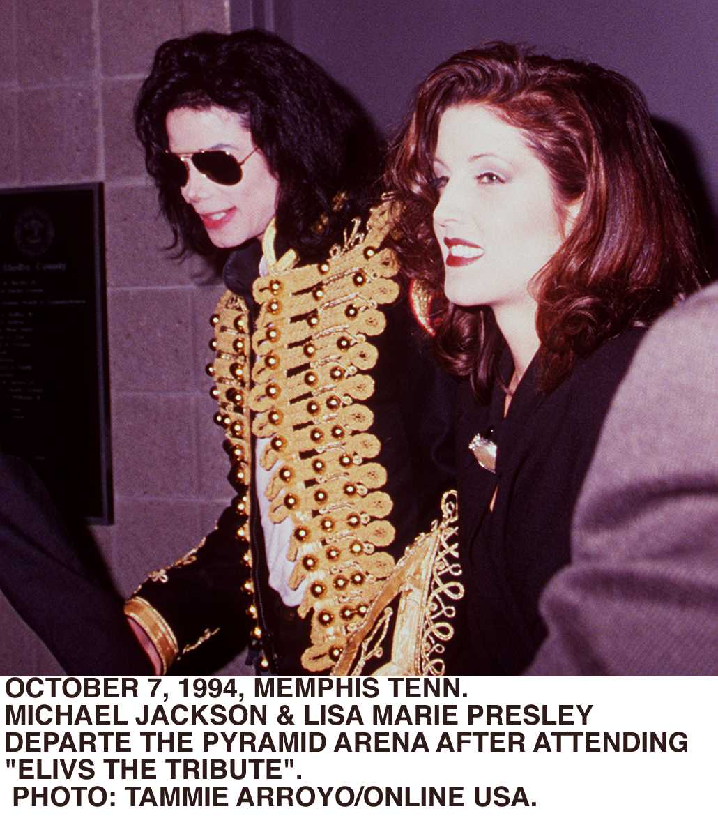 """Michael Jackson & Lisa Marie Presley Backstage At """"Elvis The Tribute"""" At The Pyrmid Theatre in 1994. 