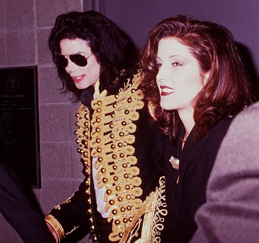 """Michael Jackson & Lisa Marie Presley Backstage At """"Elvis The Tribute"""" At The Pyrmid Theatre 