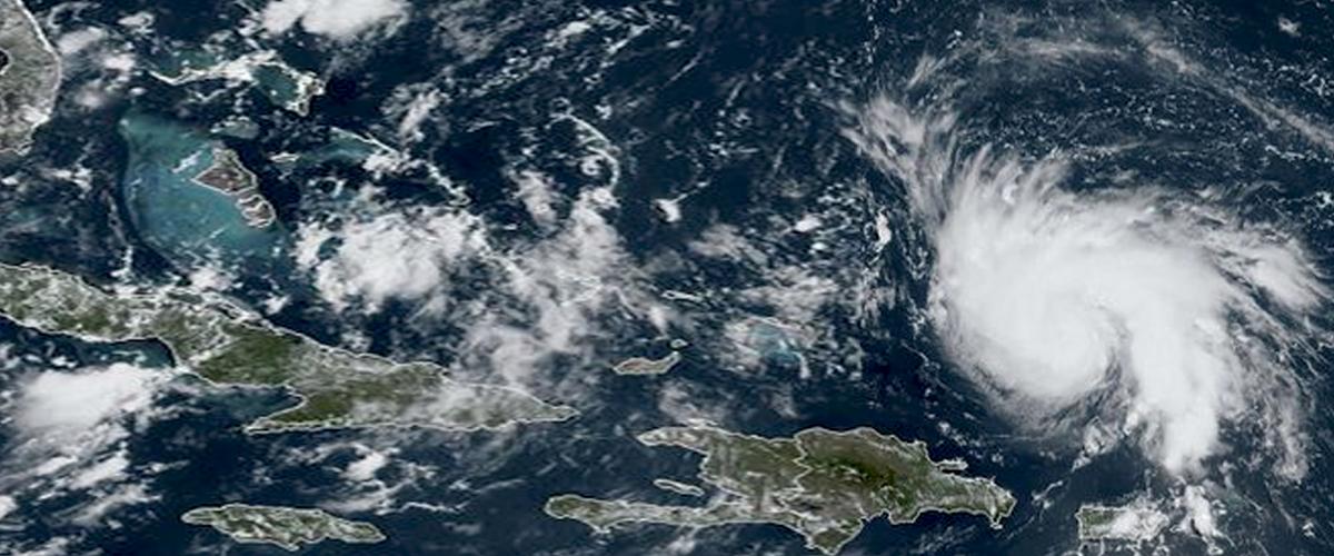 """USA : l'ouragan """"Dorian"""" se renforce et menace sérieusement la Floride"""