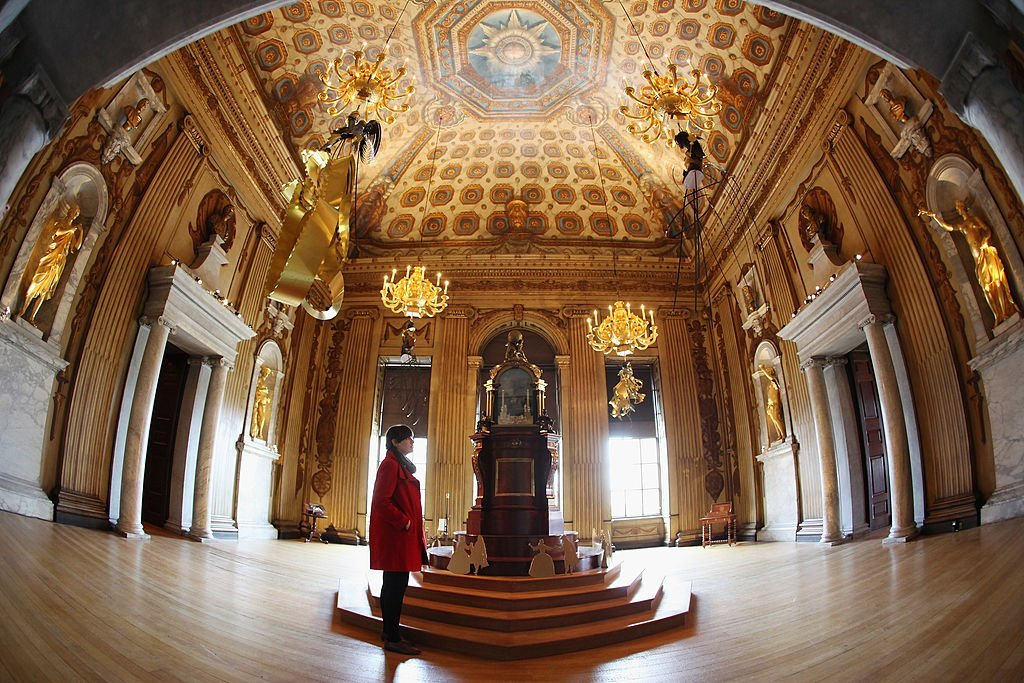 A woman admires the decor in The Cupola Room in Kensington Palace in London, England | Photo: Getty Images
