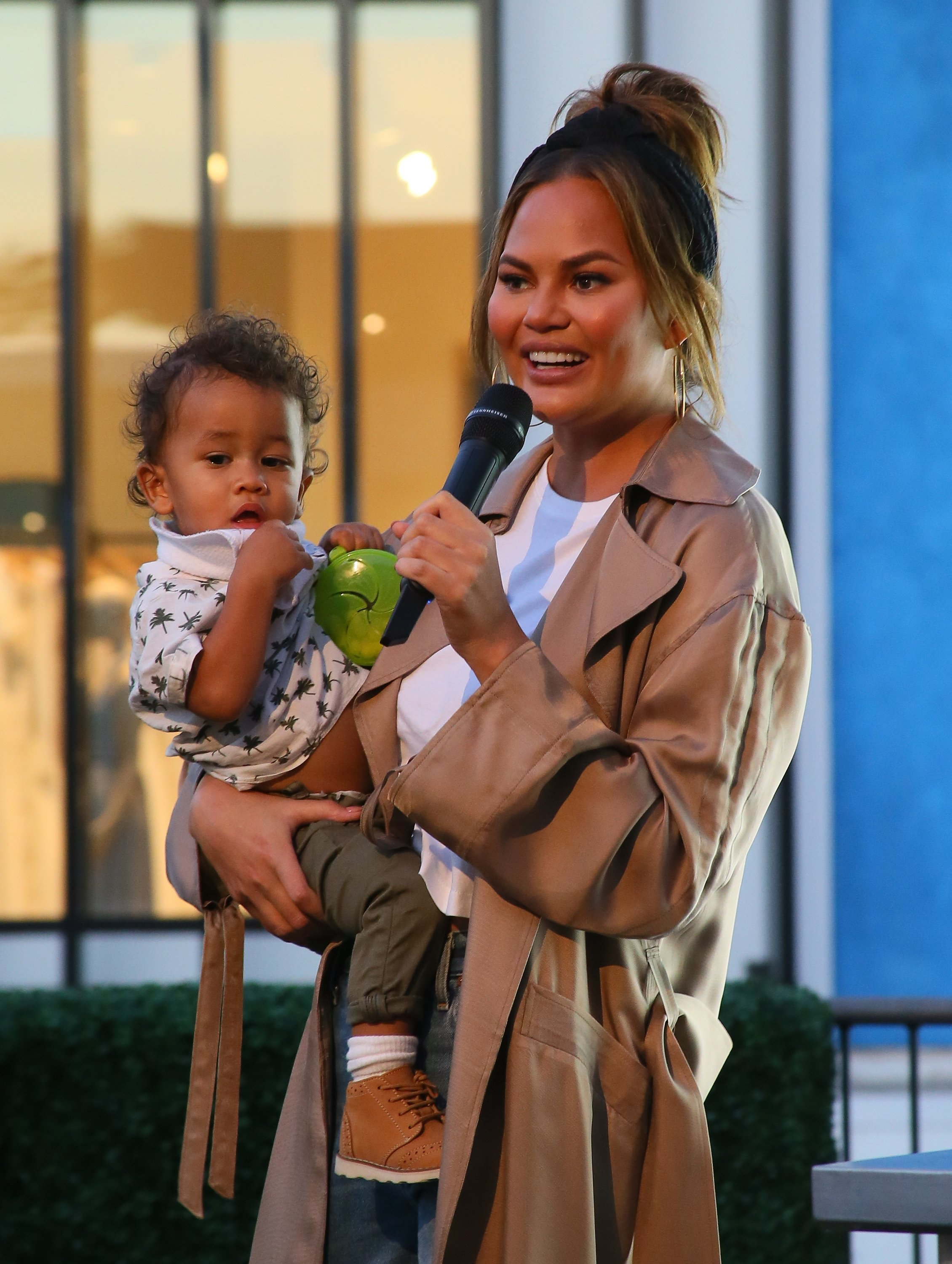 """Chrissy Teigen at Impossible Foods Grocery Los Angeles Launch With """"Pepper Thai"""" 