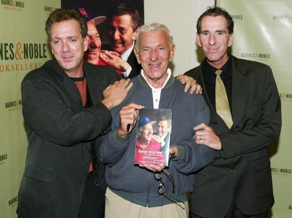 Jack Klugman and sons Adam Klugman (L) and David Klugman at Barnes and Noble on September 29, 2005 in New York City. | Photo: Getty Images