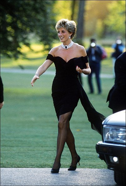 Princess Diana arriving at the Serpentine Gallery, London, in a gown by Christina Stambolian. | Photo: Getty Images