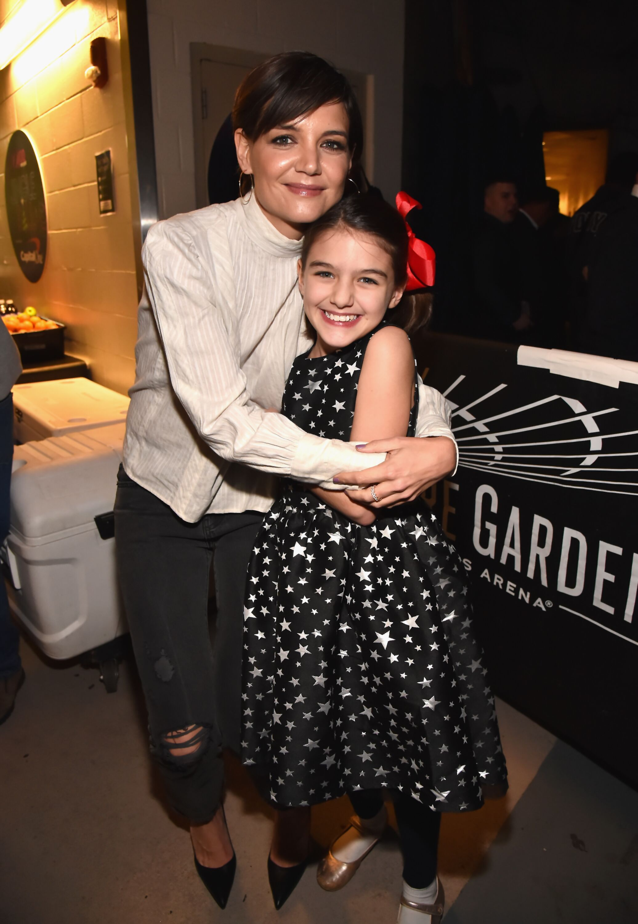 Katie Holmes and Suri Cruise at the 2017 Jingle Ball. | Source: Getty Images
