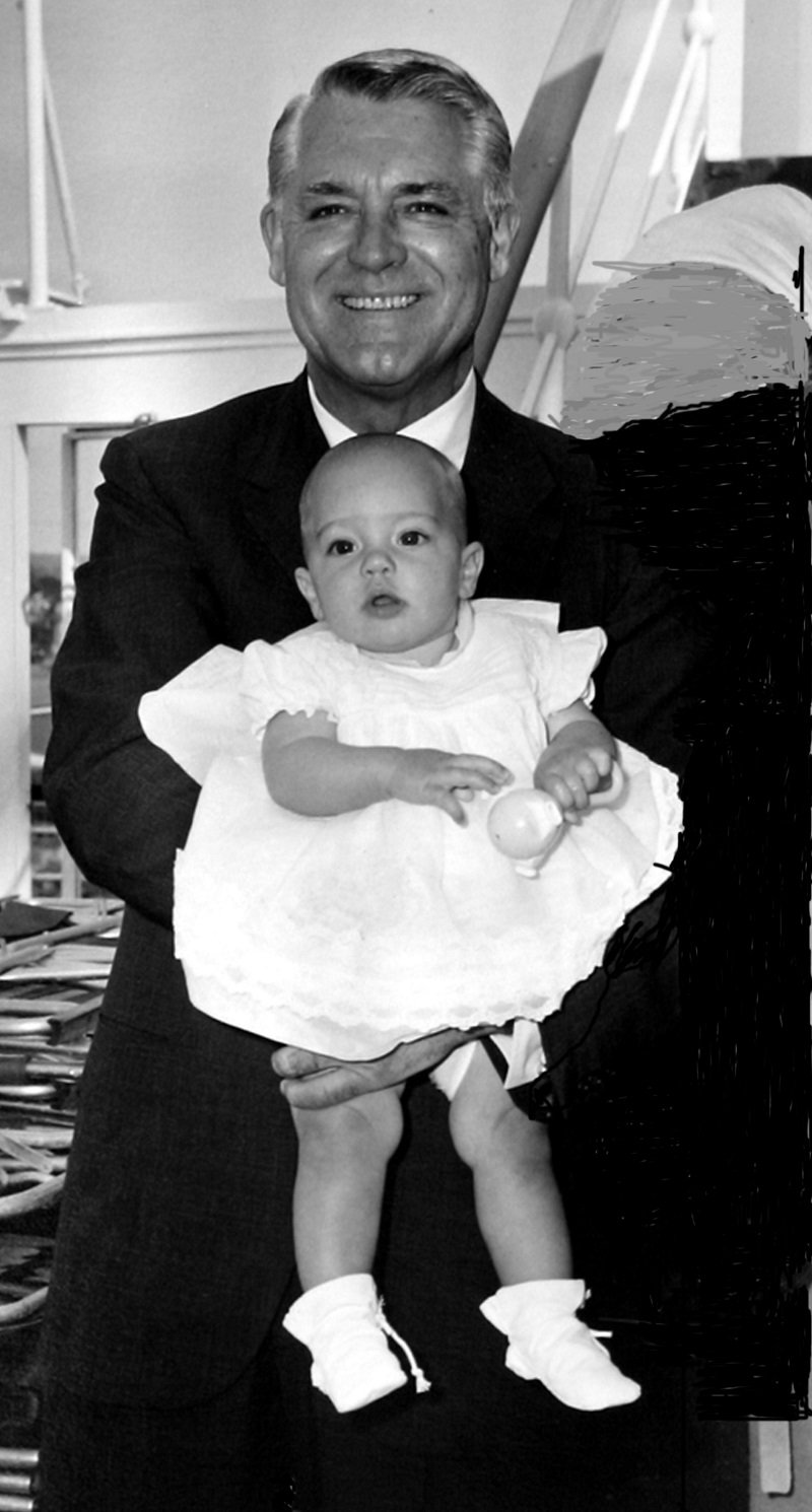 Cary Grant holding his baby daughter Jennifer Grant circa 1966   Photo: Getty Images
