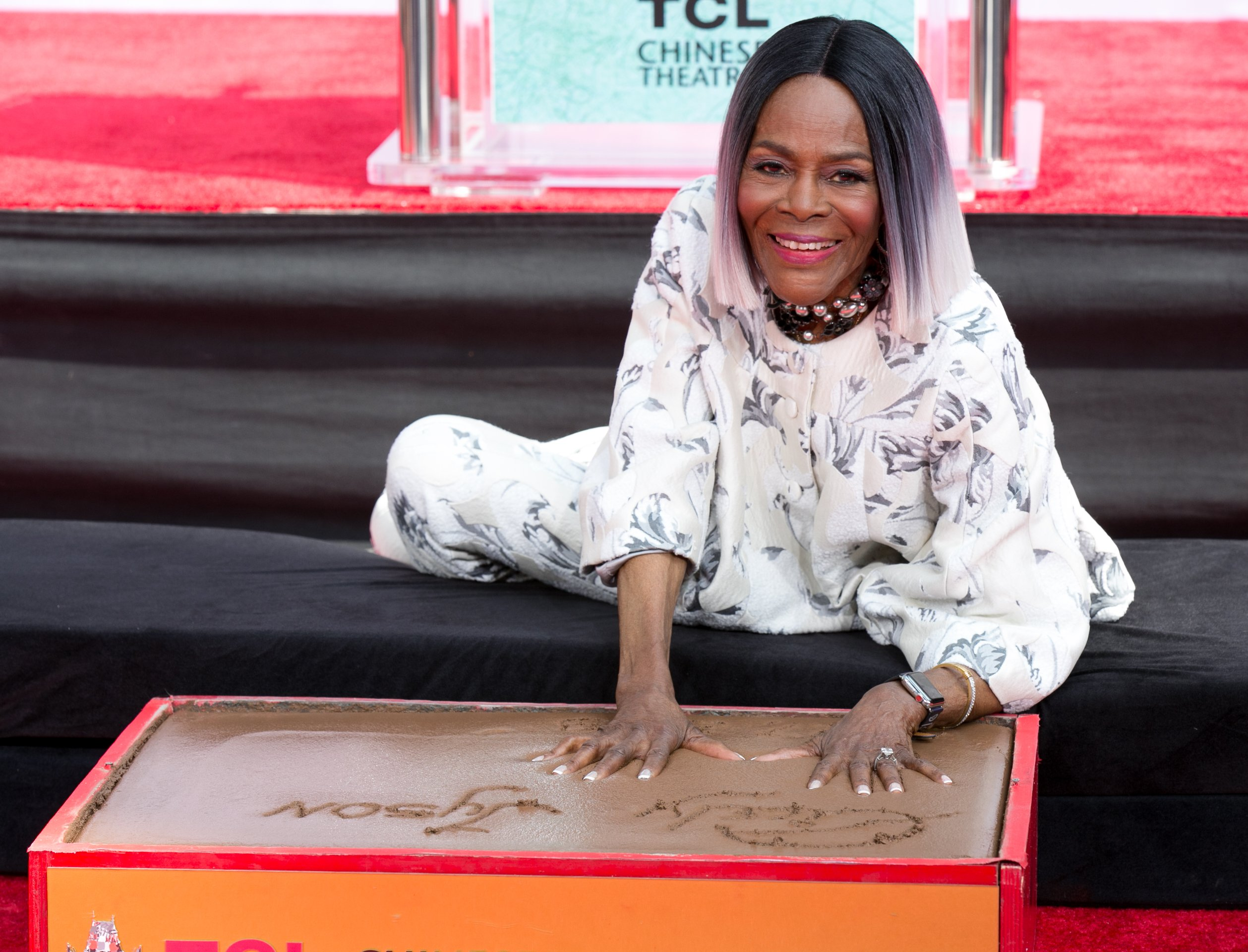 Cicely Tyson poses as TCM honors her with hand and footprint ceremony at TCL Chinese Theatre IMAX on April 27, 2018 in Hollywood, California.| Source: Getty Images