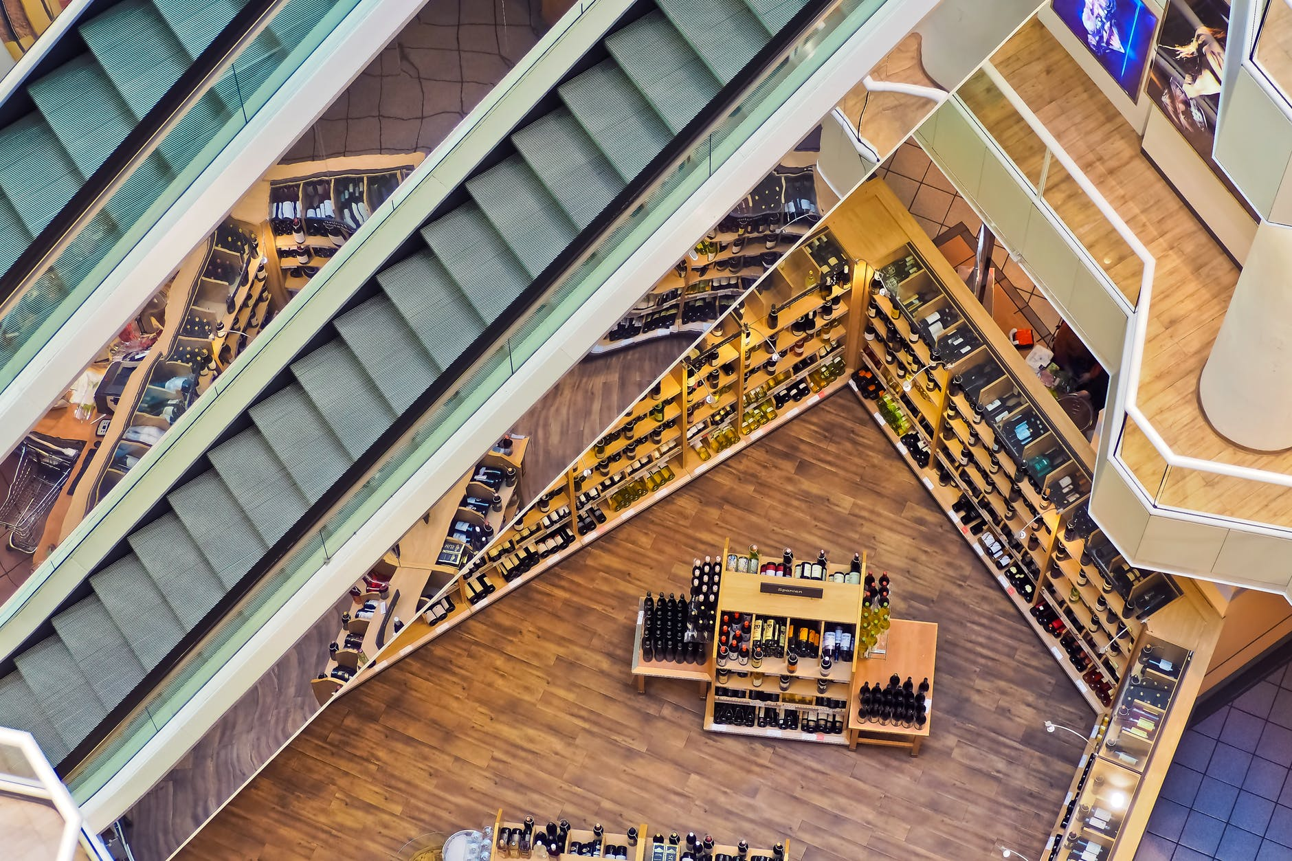 Aerial view of a store | Photo: Pixabay