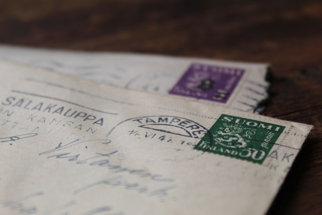 After a month of exchanging letters, things started getting serious between Freda and Adam | Source: Pexels