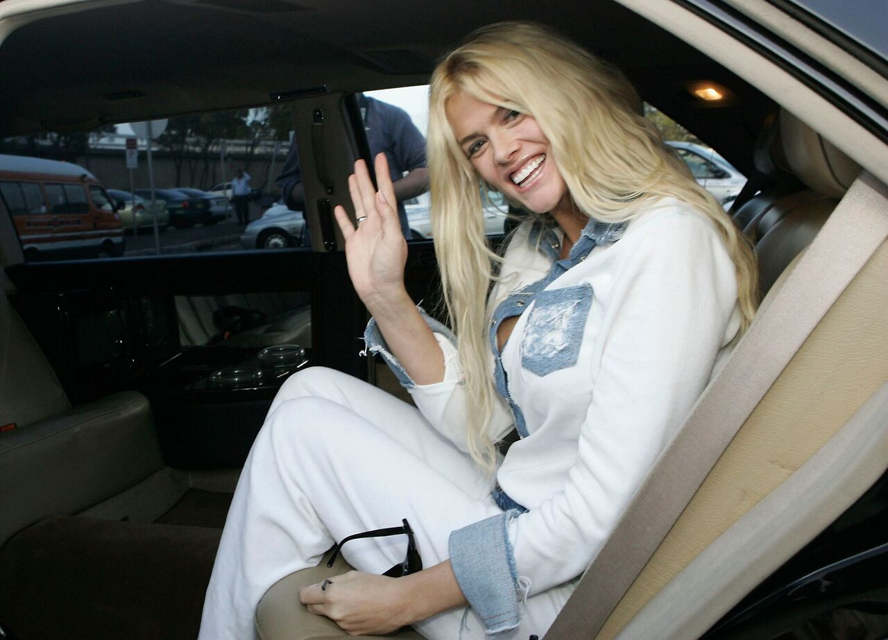 Anna-Nicole Smith arrives at Sydney Airport. | Source: Getty Images
