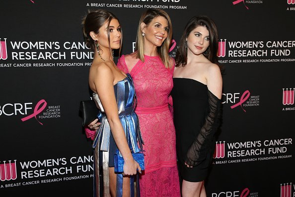 Olivia Jade Giannulli, Lori Loughlin and Isabella Rose Giannulli attend The Women's Cancer Research Fund's An Unforgettable Evening Benefit Gala in Beverly Hills, California.| Photo: Getty Images.