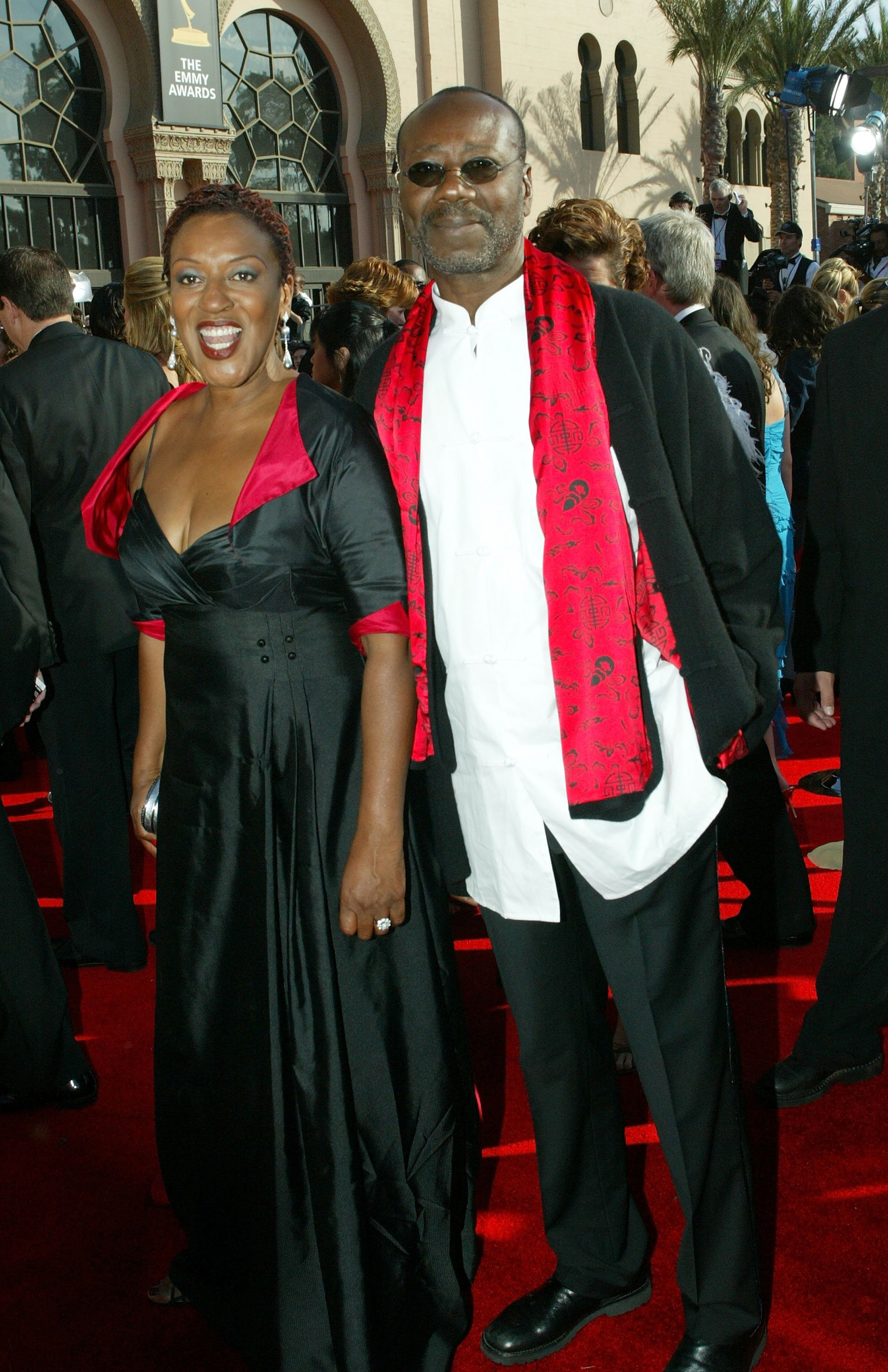 Actress CCH Pounder (left) and her husband Boubacar Kone arrive at the 57th Annual Emmy Awards held at the Shrine Auditorium on September 18, 2005 | Photo: Getty Images