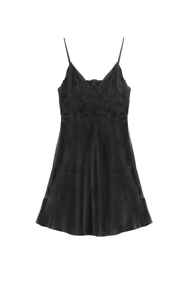 Camisón de encaje negro satinado | Fuente: Shutterstock