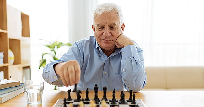 Daily Joke: A Man Plays Chess with His Dog