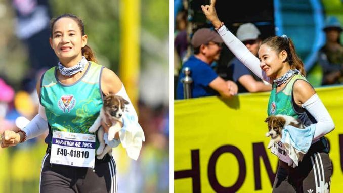The little puppy and the marathon runner  | Twitter: @HLN_BE