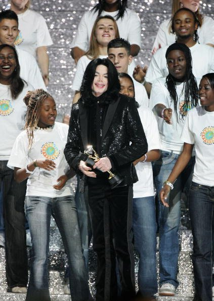 Michael Jackson performs on stage during the 2006 World Music Awards at Earls Court on November 15, 2006, in London.| Source: Getty Images.
