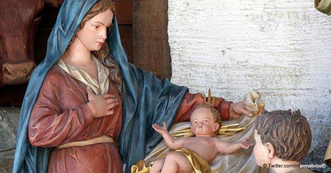 """¿Mensaje divino?: Muñeco de niño Jesús que los vecinos dicen que """"llora sangre"""""""