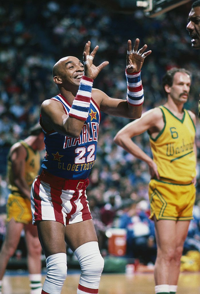 Fred Neal showing off his skills at basketball entertainment during a 1985 game. | Photo: Getty Images