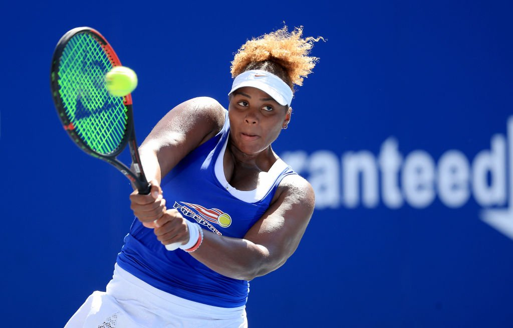 Taylor Townsend of the Philadelphia Freedoms returns a shot against the New York Empire during the semifinals of the World TeamTennis at The Greenbrier on August 01, 2020. | Photo: Getty Images