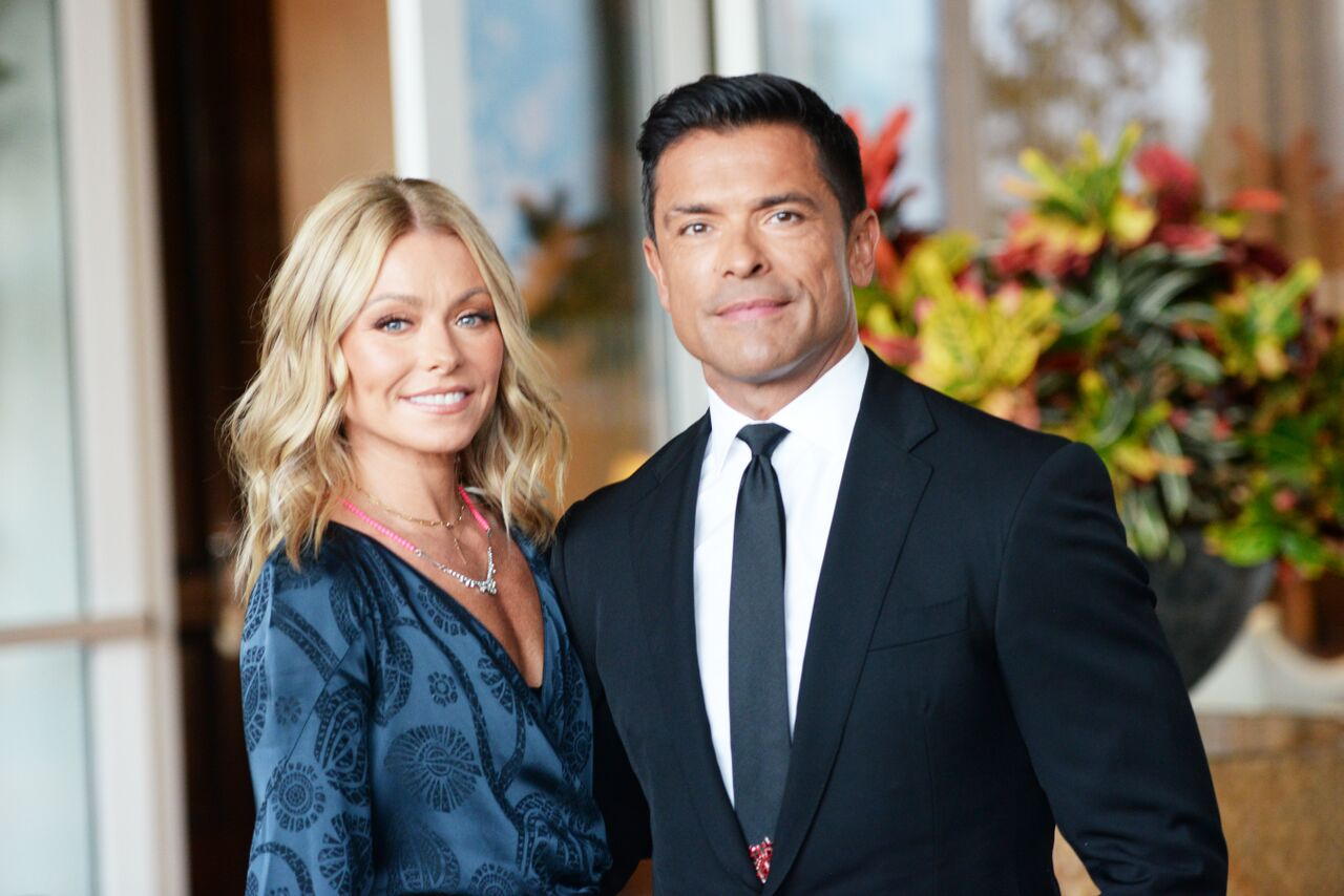 Kelly Ripa and Mark Consuelos arrive at the Los Angeles LGBT Center's 49th Anniversary Gala.   Source: Getty Images