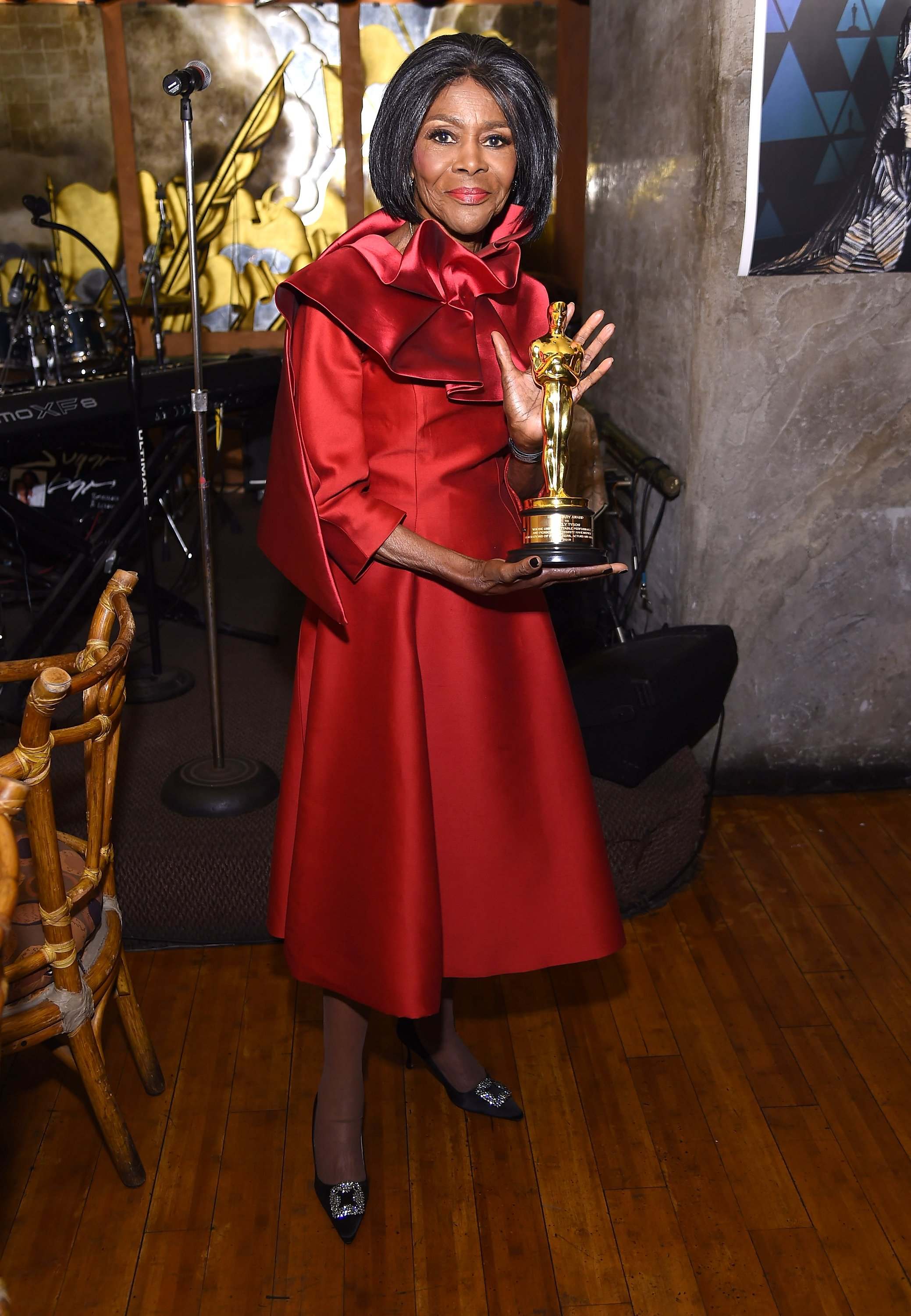 Cicely Tyson showing off her honorary Oscar at a private reception celebrating the award on December 8, 2018 in New York City. | Source: Getty