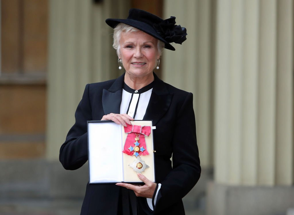 Dame Julie Walters poses after she was awarded a Damehood by Queen Elizabeth II at an Investiture ceremony at Buckingham Palace, on November 7, 2017 in London, England | Photo: Getty Images