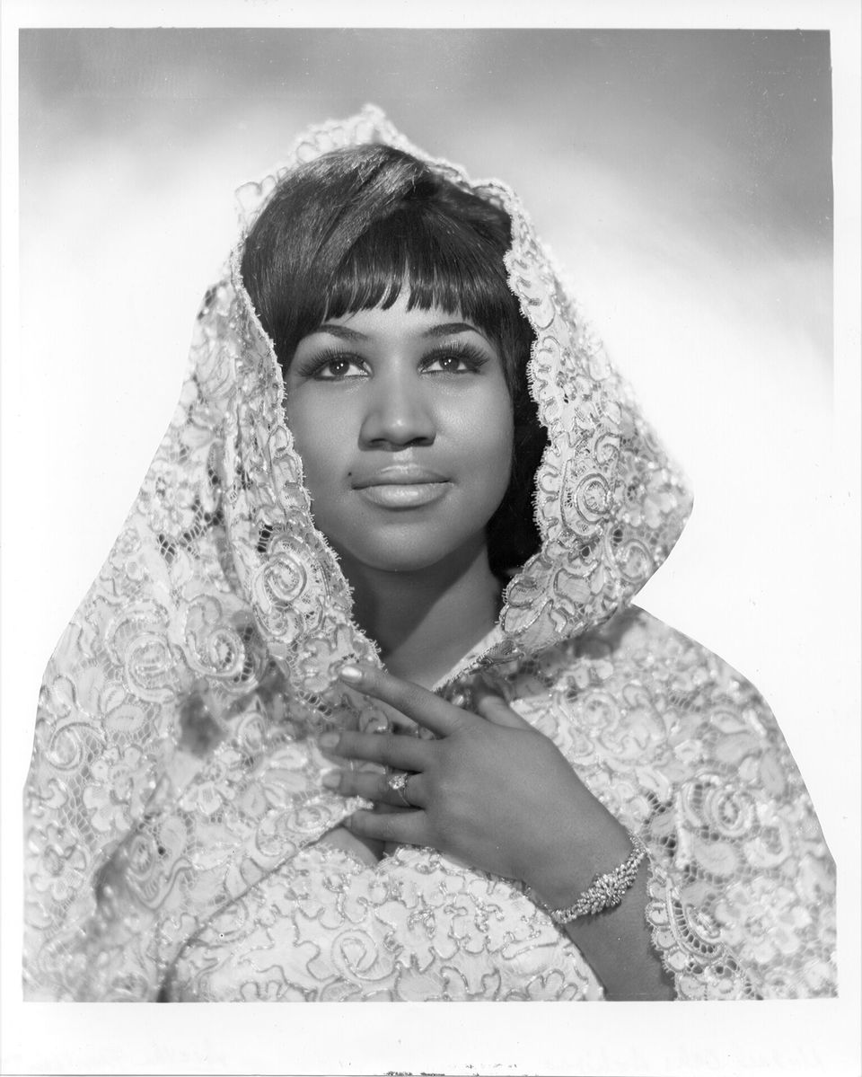 Aretha Franklin poses for a portrait wearing a shroud in circa 1967. | Source: Getty Images