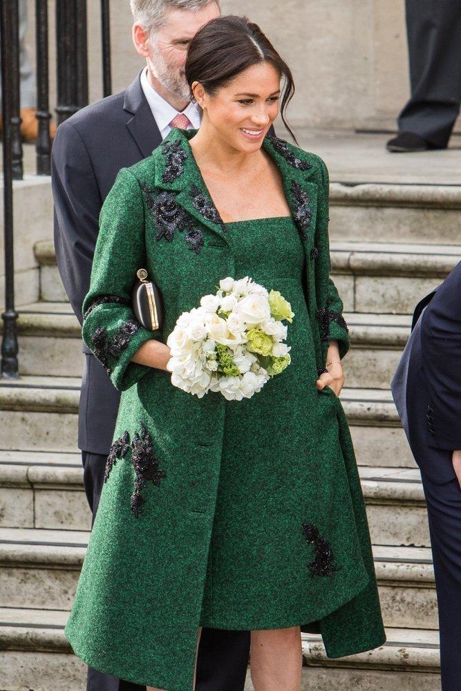 Meghan Markle in grünem Outfit | Quelle: Shutterstock