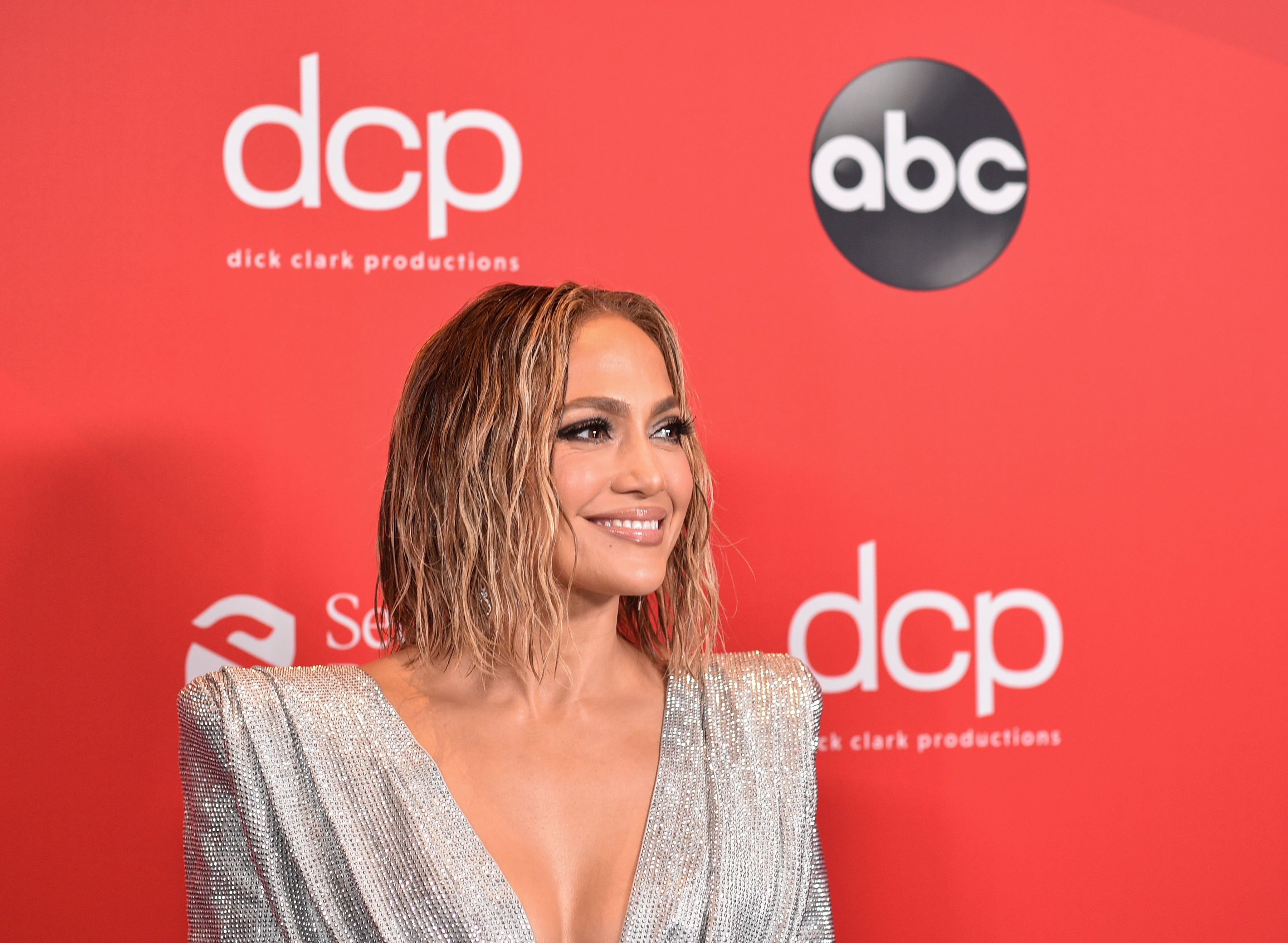 Jennifer Lopez at The 2020 American Music Awards. | Getty Images