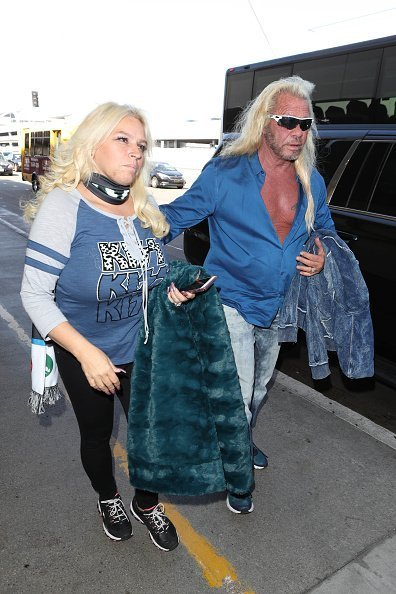 Dog the Bounty Hunter and Beth Chapman are seen at LAX on September 28, 2017 in Los Angeles, California. | Photo: Getty Images