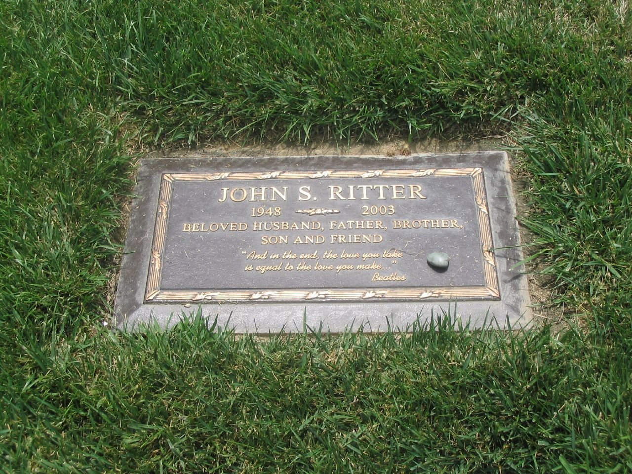 John Ritter's gravestone | Source: Wikimedia Commons
