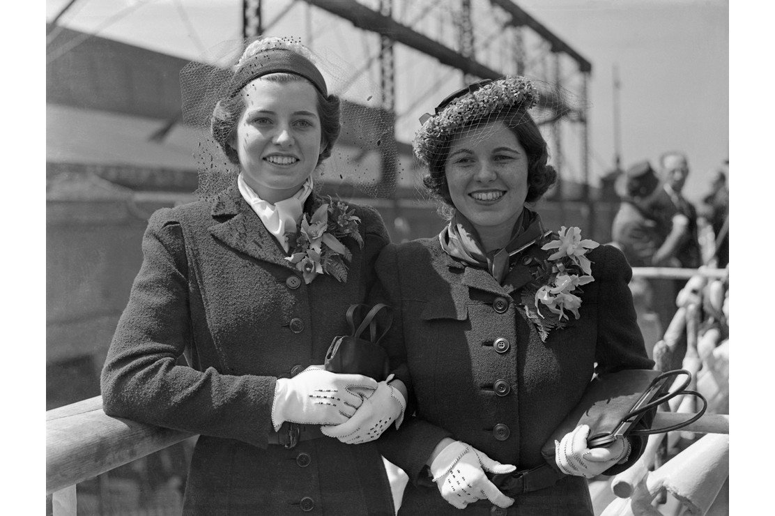 Eunice and Rosemary Kennedy, sailing from New York in April 1938 to join their parents in London | Source: Getty Images