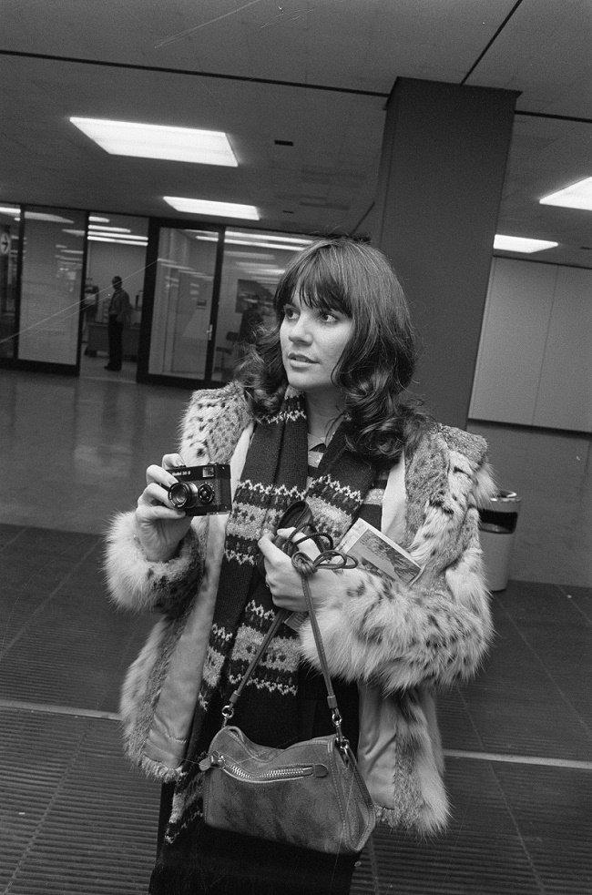 La cantante Linda Ronstadt en una imagen casual. | Foto: Wikipedia