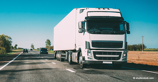 Un camionneur fait s'arrêter un automobiliste