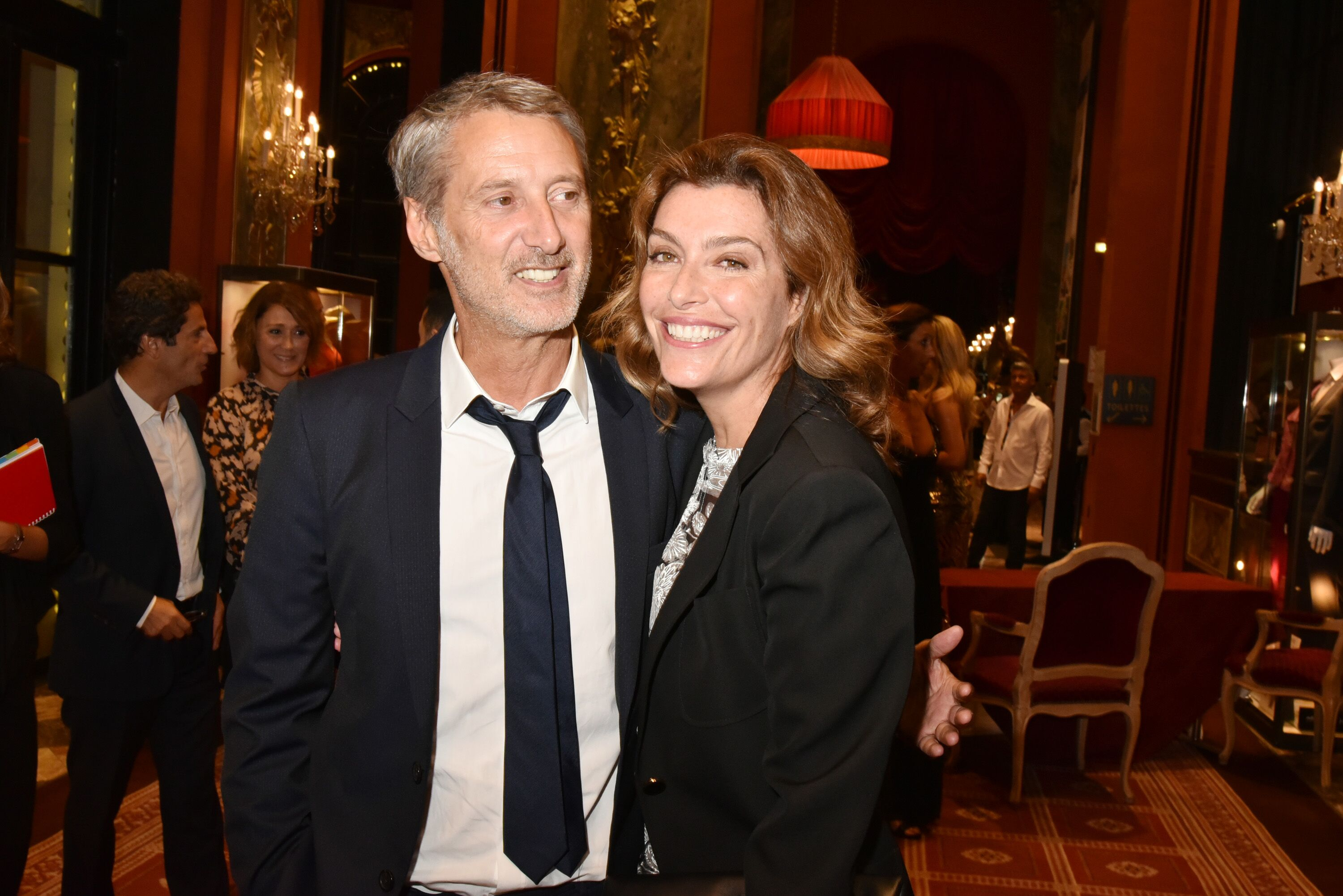 Antoine de Caunes et Daphne Roulier au CID le 2 septembre 2016 à Deauville, France. | Photo : Getty Images