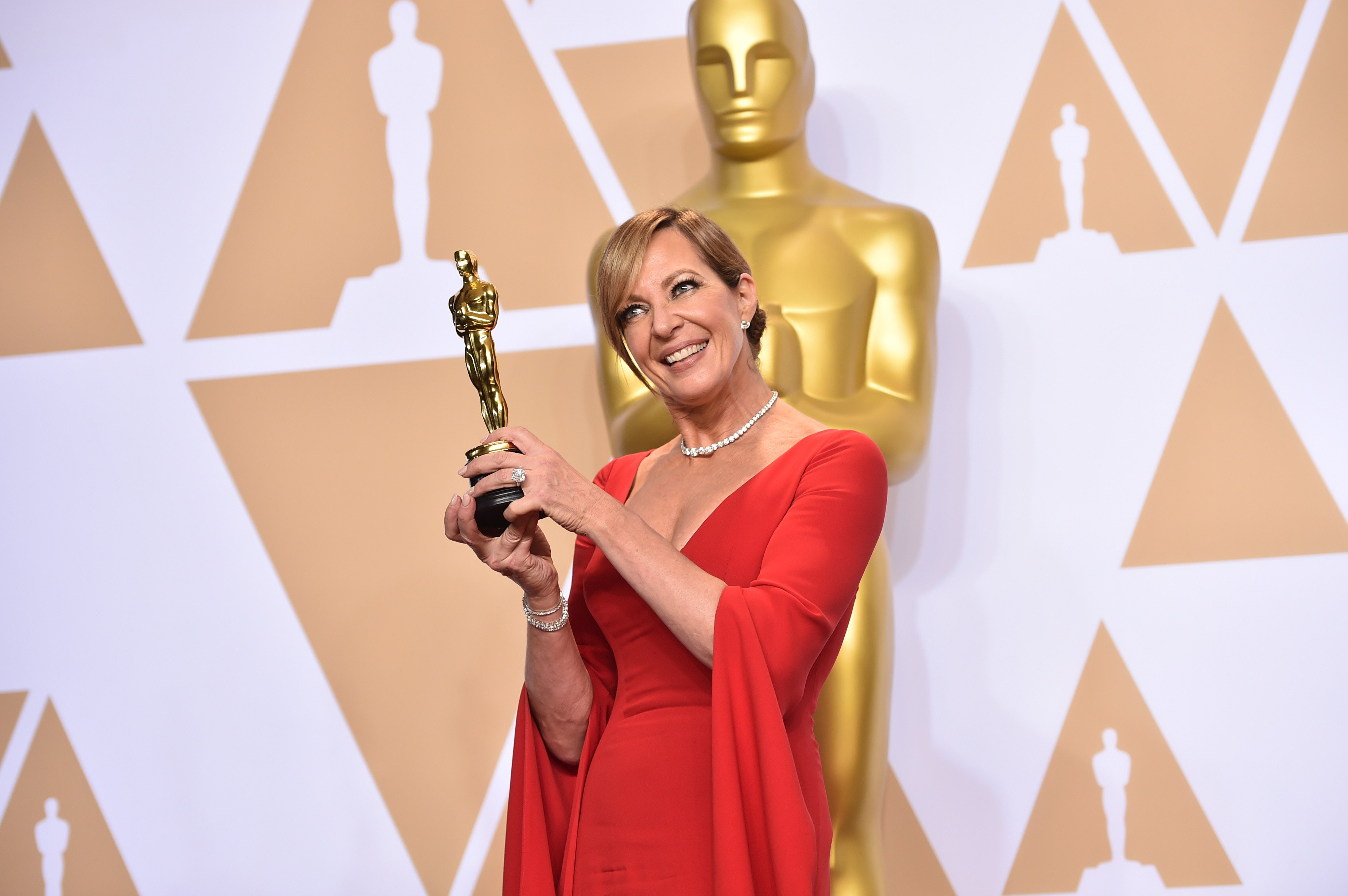 Allison Janney pictured holding an Oscar award at the 90th Annual Academy Awards, 2018, California. | Photo: Getty Images