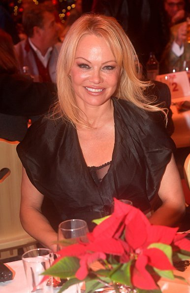 Pamela Anderson during the Gut Aiderbichl Christmas Market opening on November 12, 2019 in Henndorf am Wallersee, Austria. | Photo: Getty Images