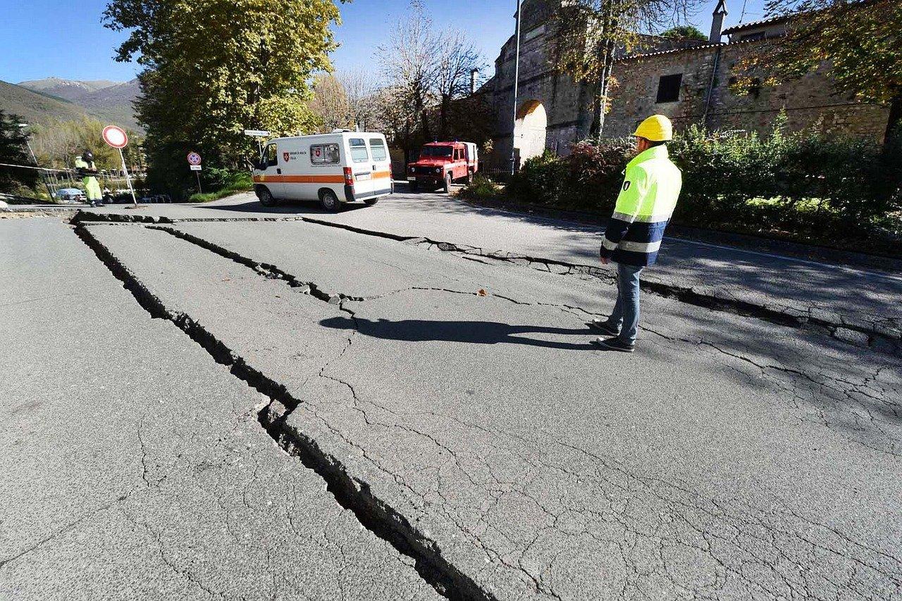Une fissure après un tremblement de terre. | Photo : Pixabay