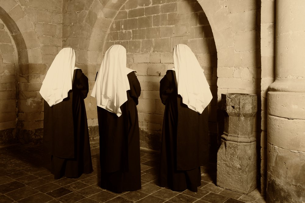 Three nuns died and after some time, they found themselves at the heavenly gates. | Photo: Shutterstock