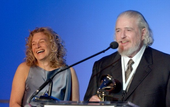 Carole King and Gerry Goffin during The 46th Annual GRAMMY Awards | Photo: Getty Images