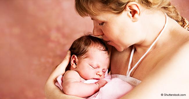 Mujer salva la vida de su bebé dos veces gracias a su instinto maternal