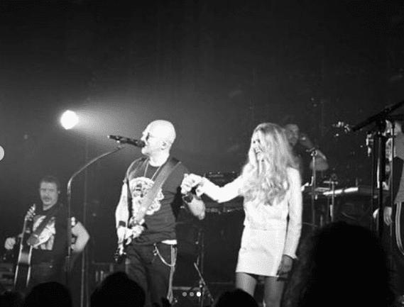 Julie Obispo sur scène avec Pascal Obispo lors de la tournée 2019 | Instagram/julieobispo