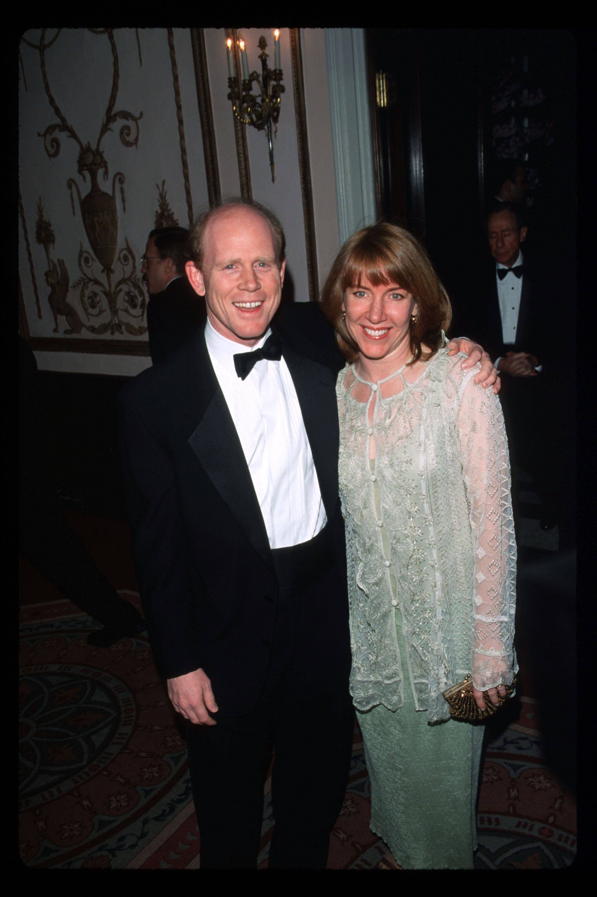 Ron Howard with his wife Cheryl on April 29, 1999, at the 14th Annual American Museum of the Moving Image Tribute in New York City | Photo:Evan Agostini/Liaison/Getty Images