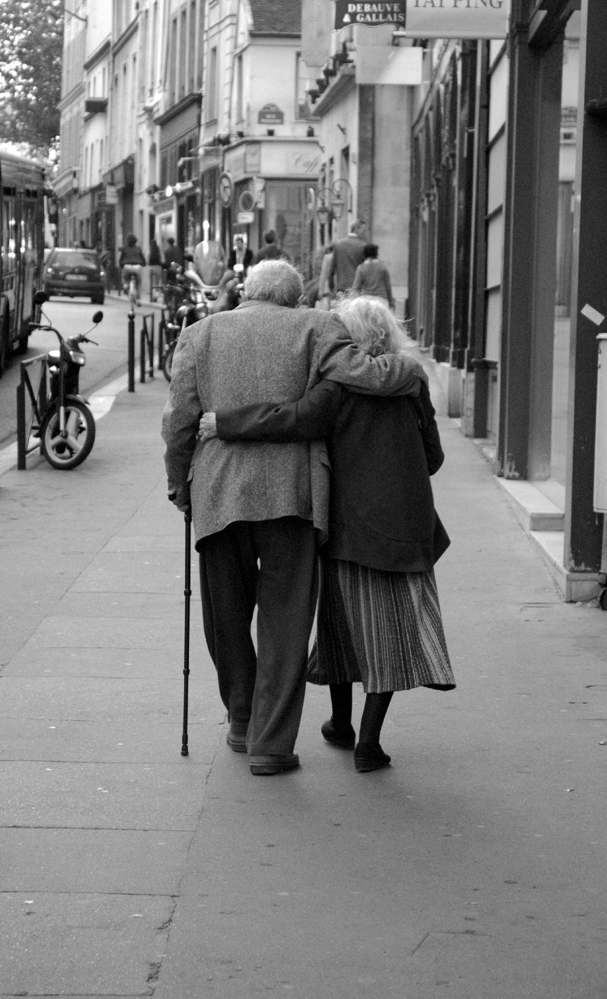 Un couple de personne âgées | Photo: Flickr