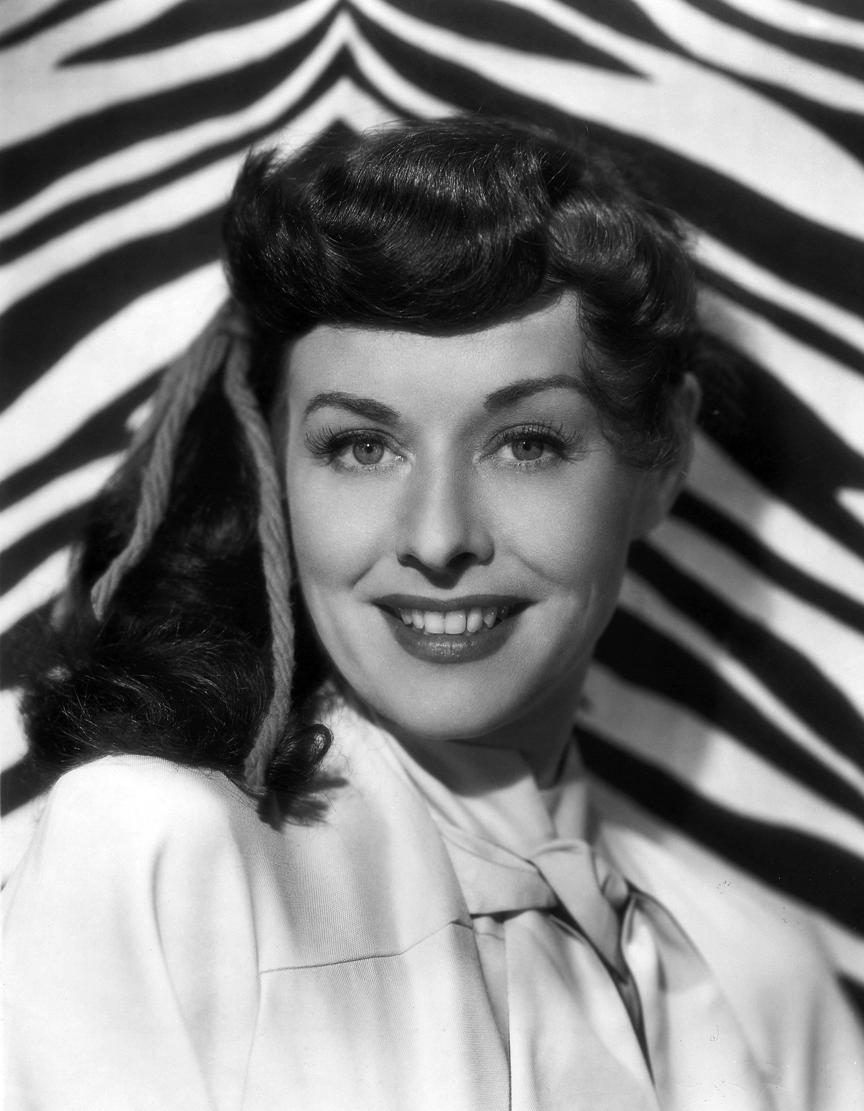 Paulette Goddard in a publicity photo for Paramount Pictures, 1947 | Photo: By Unknown author,  Public Domain, Wikimedia Common Images