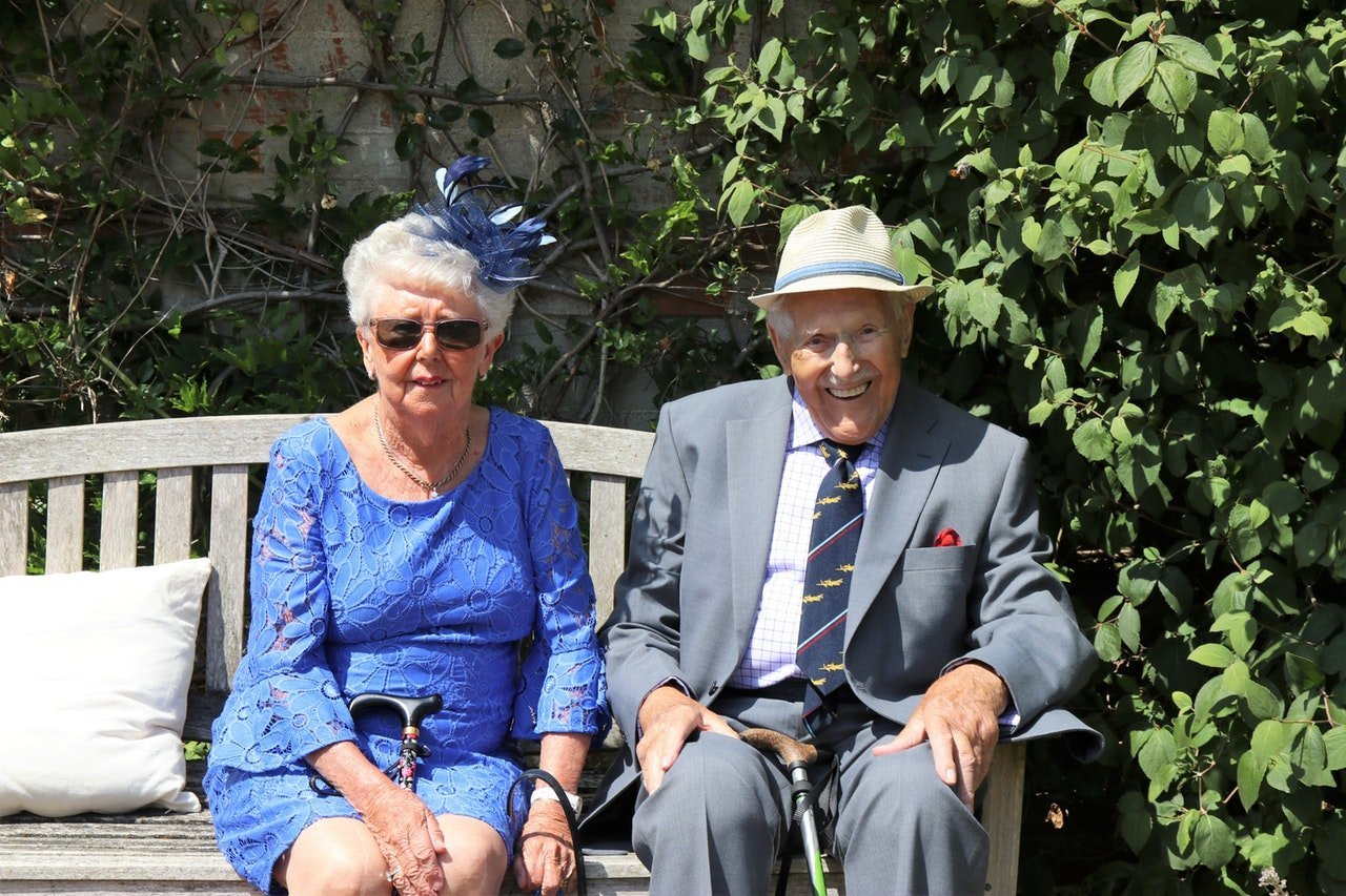 Elderly couple sitting on a bench. | Source: Pexels